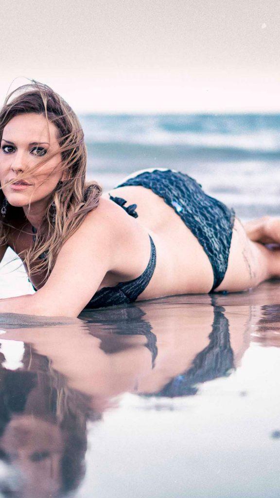 mujer fotografia en la playa