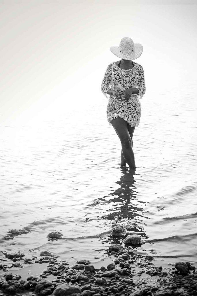 chica fotografia en la playa torrevieja